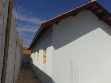 Alugar Casa / Padrão em Botucatu. apenas R$ 155.000,00