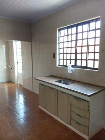 Alugar Casa / Padrão em Botucatu. apenas R$ 180.000,00