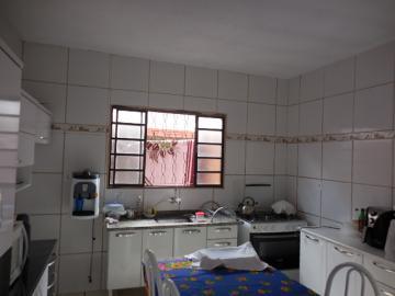 Alugar Casa / Padrão em Botucatu. apenas R$ 200.000,00