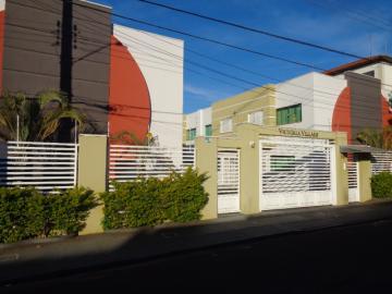 Alugar Casa / Condomínio em Botucatu. apenas R$ 1.250,00