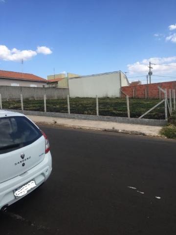 Alugar Terreno / Padrão em Botucatu. apenas R$ 105.000,00