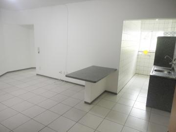 Alugar Apartamento / Padrão em Botucatu. apenas R$ 840,00