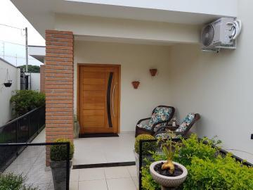 Alugar Casa / Padrão em Botucatu. apenas R$ 670.000,00
