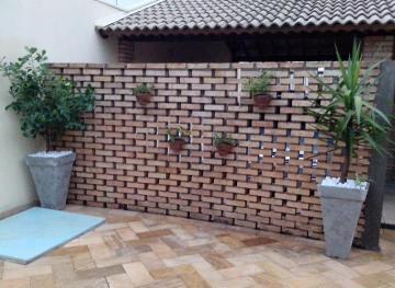 Alugar Casa / Padrão em São Manuel. apenas R$ 1.900,00