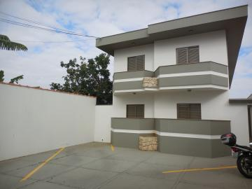 Alugar Apartamento / Padrão em Botucatu. apenas R$ 900,00