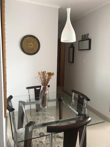 Alugar Apartamento / Padrão em Botucatu. apenas R$ 165.000,00