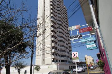Alugar Apartamento / Padrão em Botucatu. apenas R$ 2.000,00