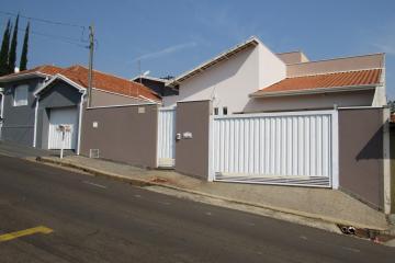 Comercial / Casa Comercial em Botucatu Alugar por R$3.500,00