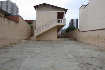 Apartamento / Kitchnet em Botucatu Alugar por R$550,00