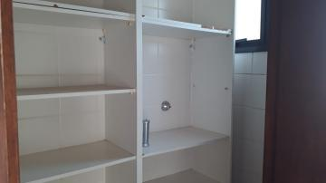 Alugar Apartamento / Padrão em Botucatu R$ 1.500,00 - Foto 8