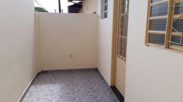 Apartamento / Kitchnet em Botucatu Alugar por R$650,00