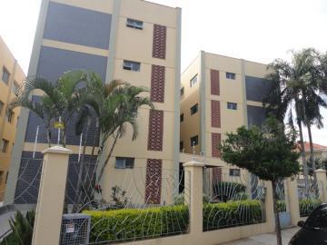 Apartamento / Padrão em Botucatu Alugar por R$950,00