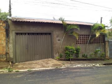 Casa / Padrão em Botucatu Alugar por R$850,00