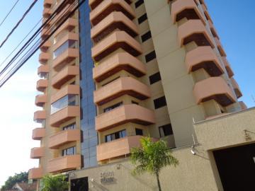 Apartamento / Padrão em Botucatu Alugar por R$2.000,00