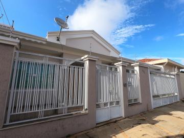 Alugar Casa / Padrão em Botucatu. apenas R$ 2.500,00