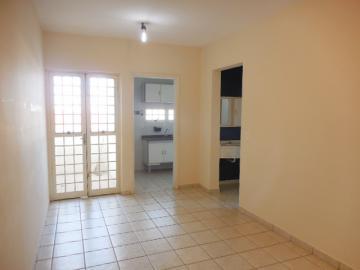 Alugar Apartamento / Padrão em Botucatu. apenas R$ 720,00