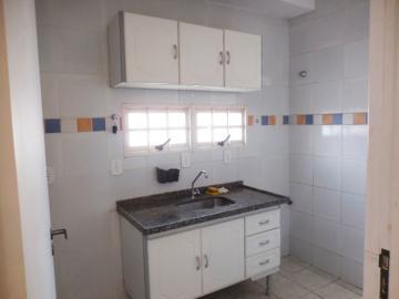 Alugar Apartamento / Padrão em Botucatu R$ 720,00 - Foto 2
