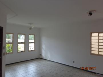 Alugar Casa / Padrão em Botucatu R$ 1.400,00 - Foto 4