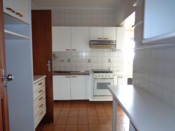 Alugar Apartamento / Padrão em Botucatu R$ 1.300,00 - Foto 3