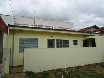 Alugar Casa / Padrão em Botucatu. apenas R$ 685,03