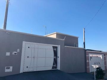 Casa / Padrão em Botucatu Alugar por R$1.250,00