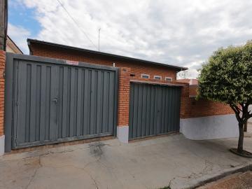Alugar Casa / Padrão em Botucatu R$ 2.500,00 - Foto 1