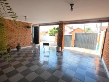 Alugar Casa / Padrão em Botucatu R$ 2.500,00 - Foto 2