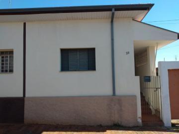 Casa / Padrão em Botucatu Alugar por R$650,00
