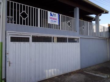 Alugar Casa / Padrão em Botucatu. apenas R$ 800,00