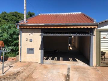 Alugar Casa / Padrão em Botucatu. apenas R$ 165.000,00