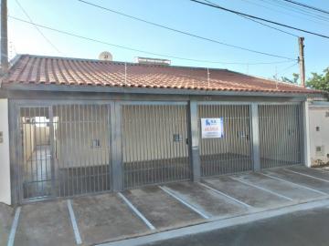 Casa / Padrão em Botucatu Alugar por R$700,00
