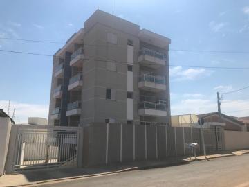 Apartamento / Padrão em Botucatu Alugar por R$1.700,00