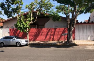 Comercial / Casa Comercial em Botucatu Alugar por R$3.000,00