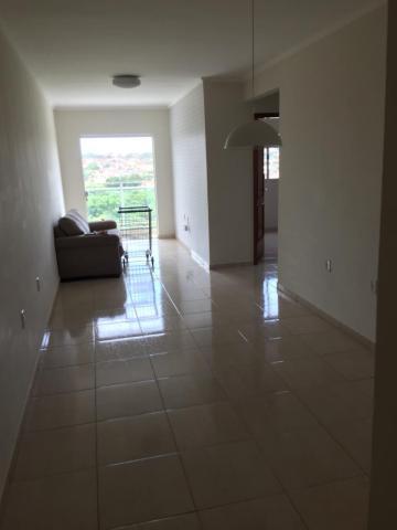 Comprar Apartamento / Padrão em Botucatu R$ 300.000,00 - Foto 2