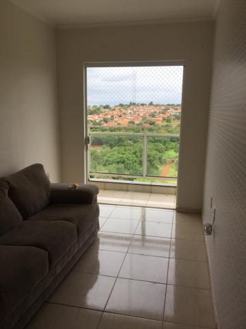 Comprar Apartamento / Padrão em Botucatu R$ 300.000,00 - Foto 3