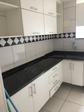 Comprar Apartamento / Padrão em Botucatu R$ 300.000,00 - Foto 4