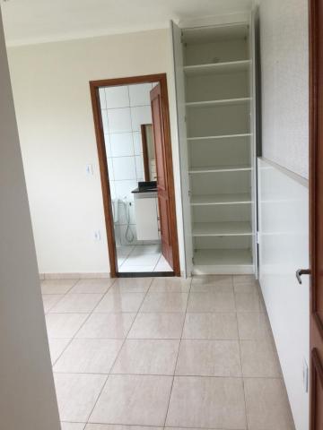 Comprar Apartamento / Padrão em Botucatu R$ 300.000,00 - Foto 8