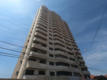 Apartamento / Padrão em Botucatu Alugar por R$2.100,00