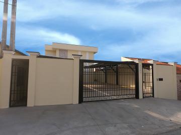 Alugar Apartamento / Padrão em Botucatu. apenas R$ 850,00