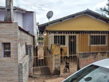 Casa / Padrão em Botucatu Alugar por R$400,00