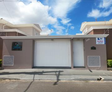 Alugar Casa / Condomínio em Botucatu. apenas R$ 2.000,00
