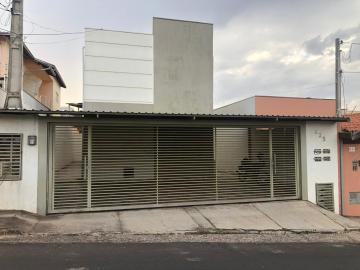 Alugar Apartamento / Padrão em Botucatu. apenas R$ 1.120,00