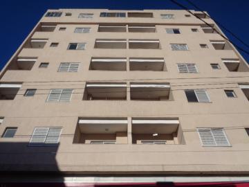 Alugar Apartamento / Padrão em Botucatu. apenas R$ 500,00