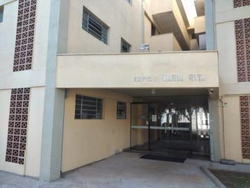 Alugar Apartamento / Padrão em Botucatu. apenas R$ 950,00