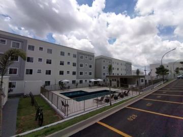 Apartamento / Padrão em Botucatu Alugar por R$1.027,00