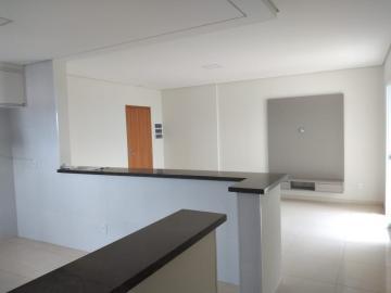 Alugar Apartamento / Padrão em Botucatu R$ 2.000,00 - Foto 3