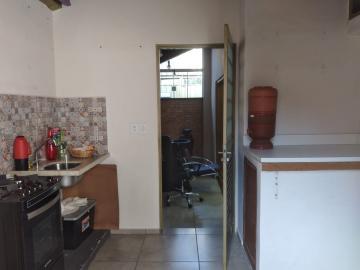 Alugar Comercial / Ponto Comercial em Botucatu R$ 2.000,00 - Foto 12