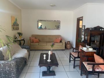 Alugar Casa / Condomínio em Botucatu. apenas R$ 1.200.000,00