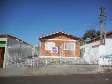 Alugar Apartamento / Kitchnet em Botucatu. apenas R$ 500,00