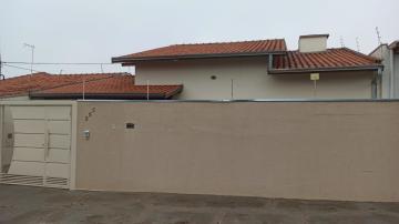 Alugar Casa / Padrão em Botucatu. apenas R$ 1.200,00